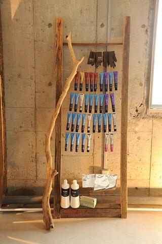 コチラの収納棚も古材で製作しています。