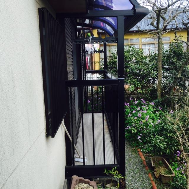 U様邸テラス設置しました。お庭の事も考えて 出幅を決めました。