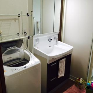 壁に蛇口ついているのでお掃除がし易い 洗面台。
