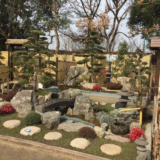 庭師さんの作品展示コーナーです。