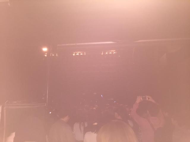 ライブ前の様子。若い人多かったです。